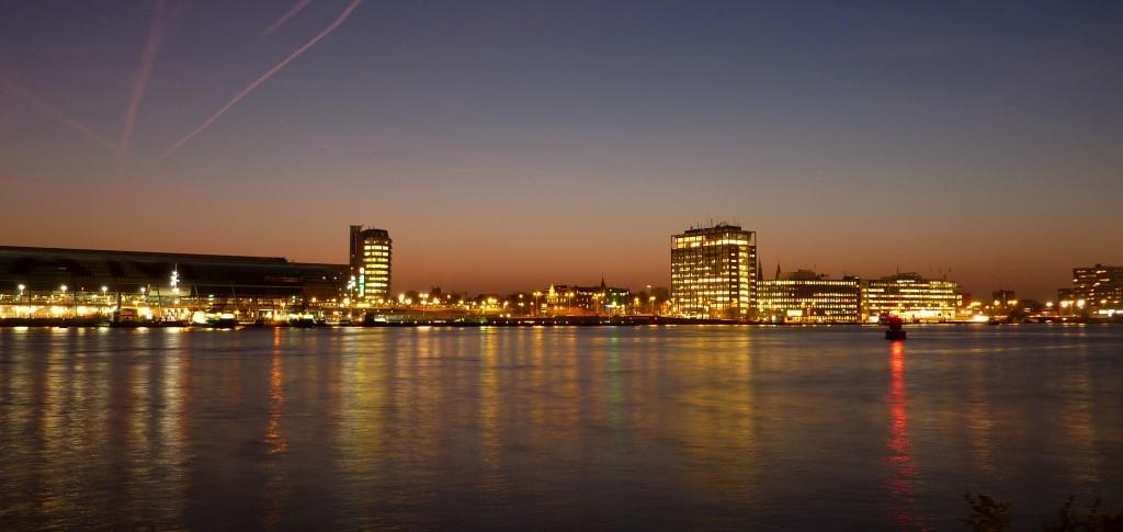 cd4fc4132e-amsterdam-ij-avondlicht